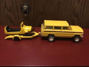 Vintage Tonka Jeep Yellow Wagoneer, Trailer And Snowmobile 1970's In Good Cond.