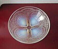 Coupe R. LALIQUE (René) en verre opalescent, modèle coquille n° 3200 .Diam 24 cm