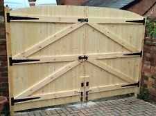"WOODEN DRIVEWAY GATES HEAVY DUTY GATES 5FT 6"" HIGH X 8FT WIDE (4FT EACH GATE)"