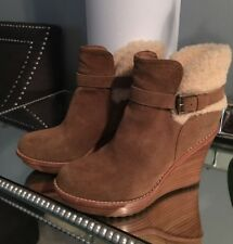 New UGG Anais Womens Wedge Bootie Sz 8 Brown Suede Buckle Shearling Trim Ugg'snl