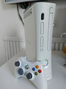 Xbox 360   RGH / JTAG   Jasper 320 gb   W/ Wires and Controller   Ice Blue LEDs