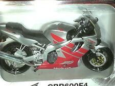 MOTO MINIATURE HONDA 600 CBR F4  NEW RAY 1/12 ARGENT/ROUGE