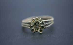 Medieval period bronze horse shoe ring C. 14th - 15th century AD