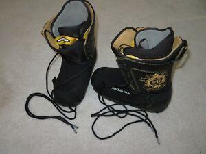 Exc. Burton Shaun White Black & Gold Snowboard Boots Sz 11 w/ Boot Glove Covers