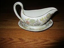 """WEDGWOOD """"LICHFIELD"""" Bone China GRAVY BOAT WITH UNDER PLATE Great condition-"""