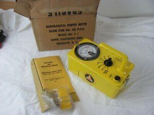 Lionel Radiological SURVEY METER CDV-715 Model 1A GEIGER COUNTER + Box