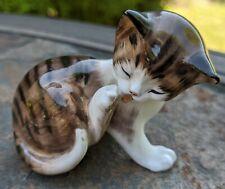 Royal Doulton Hn2580 Cat Kitten Licking Paw Figure