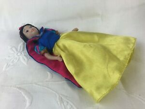 SNOW WHITE - SNOWHITE - LITTLE CHINA DOLL - LOVELY CLOTHES & PAINTED ON SHOES