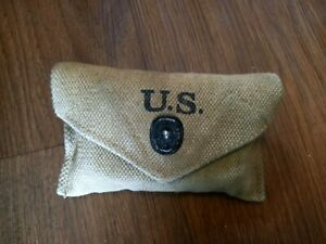 Repro WW2 US Carlisle Bandage First Aid Medic Pouch with Original Bandage Tin