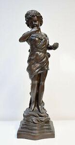 Mädchen mit Trauben. Original-Bronzeplastik / original bronze.