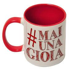 Tazza con stampa Mai una Gioia inspired, hashtag #maiunagioia, interno rosso