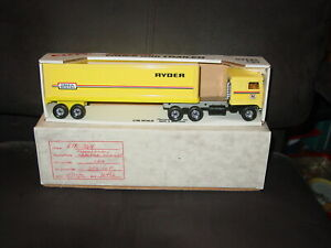 Vintage Ryder Truck Rental ERTL Semi 1:48 Kenworth Trailer Cabover W/ outer Box