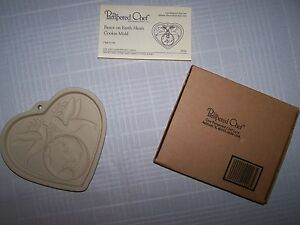 NEW Pampered Chef Stoneware PEACE ON EARTH Heart Shaped Cookie Mold Recipes NIB