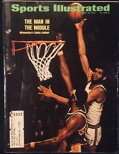2.19.1973 KAREEM ABDUL-JABBAR Sports Illustrated Bucks WILT CHAMBERLAIN Lakers