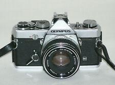 Olympus OM-1 Spiegelreflex-Kamera + F. ZUIKO 50 mm 1:1.8 Objektiv ~ camera lens
