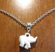 collier chaine argenté 47 cm avec pendentif éléphant blanc 18x20 mm