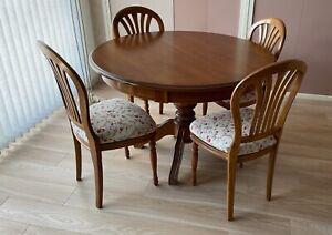 TABLE RONDE EXTENSIBLE EN MERISIER AVEC 2 RALLONGES ET 4 CHAISES