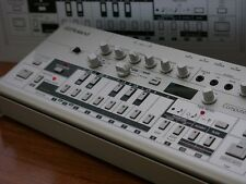 Roland TB-03 Boutique Bass Line Synthesizer TB-303 Mint!