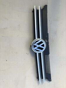 VOLKSWAGEN GOLF GRILLE RADIATOR GRILLE, colour -SILVER Suits 1998 to 2004 Models