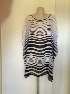 LADIES BLACK AND WHITE SLEEVELESS TOP, SIZE L