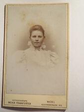 Wesel - junge Frau im Kleid - Portrait / CDV