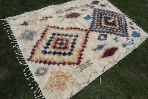 5 X 7 Foot Beautiful Very Soft Wool Thick Piles specially for Pets Moroccan Rug