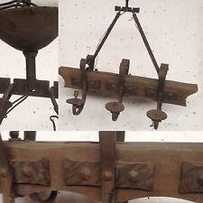 lustre  rustique fonte de fer bras en bois six bras de lumière  . XX siècle .