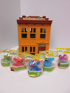 Vintage Fisher Price Sesame Street Neighborhood House Pretend Playset w Figures