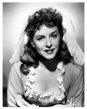 PAULETTE GODDARD full character portrait still UNCONQUERED - (c720)