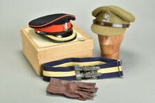 Queen's / Wessex / PWRR Officers' Boxed Belt, s8.5 Gloves & s7 Caps. Ref UCY