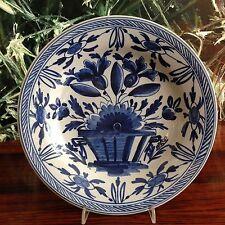 Antiker Teller Ø 23cm, Signiert - Delftware mit Blumendekor / Delfts Blau