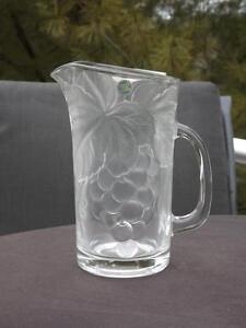 "MWT Hoya Art Glass Pitcher Grapes & Leaves Japan 8"" Tall"