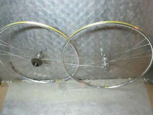 Paire de roue MAVIC en 700C ou 28 pouces a chambre a air pour velo de course