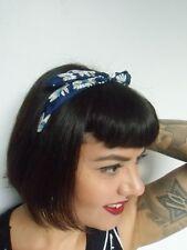 Serre tête fin semi rigide tissu bleu à fleurs coiffure rétro pin-up rockabilly