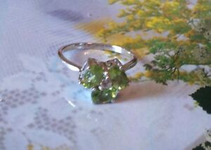 Mesmerizing 1.65ctw Genuine Peridot Oval  925 Sterling Silver Ring. Size 7