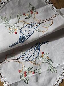 AUSTRALIAN WATTLE Bird & Gum Nuts Vintage Hand Embroidered Centrepiece Doily
