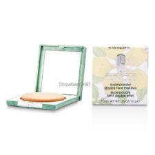 Productos de maquillaje beige Clinique polvos compactos para el rostro