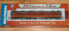 WALTHERS 932-9202 TWIN CITIES HIAWATHA MILWAUKEE ROAD EXPRESS CAR W/ CONDUCTOR