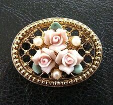 PRETTY VINTAGE GOLD TONE FILIGREE PIN W/PORCELAIN ROSE FLOWERS & PEARLS