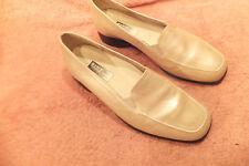 Munro American Charlotte Pinkish White Womens Loafer Shoes Sz 8,5W Slip On