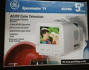 "1996 GE Spacemaker 5"" AC/DC Color TV Under Cabinet Original Box Vintage READ"
