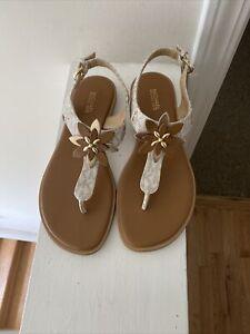 Michael Michael Kors Woman's Vanilla signature Thong flat Sandals size 8