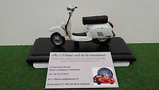 VESPA PK 125 AUTOMATICA 1984 blanc 1/18 MAISTO 39540 moto miniature d collection