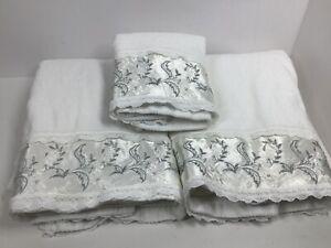 Vintage Trousseau New York Bath Towel Set 1982