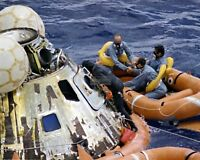 APOLLO 12 CREW IN RAFT FOLLOWING SPLASHDOWN - 8X10 NASA PHOTO (ZZ-453)