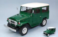 Toyota Land Cruiser Fj40 1967 Green W/white Roof 1:18 Model TRIPLE 9