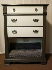 Chest of drawers / Pet Bed