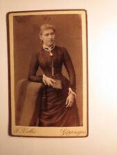 stehendes Mädchen - junge Frau  im Reifrock - Buch / CDV J. Zeller Göppingen
