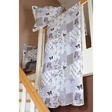 Édredons et couvre-lits gris avec des motifs Patchwork