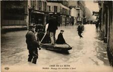 CPA PARIS Passage des habitants a Javel INONDATIONS 1910 (605644)